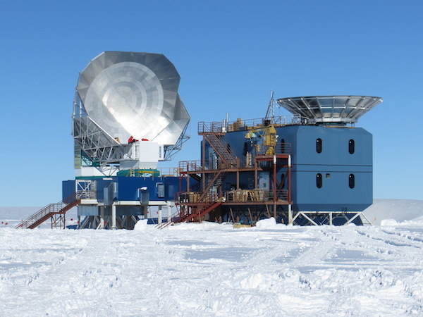 The South Pole Telescope is on the left, the BICEPS III telescope on the right.